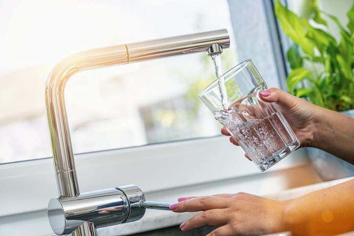 Adoucisseur d'eau au CO2 : Prix, Installation & avantages
